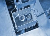 Tẩy dầu cho kim loại tấm và các bộ phận kim loại - lợi thế và khả năng